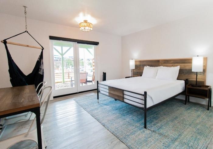 queen_standard_guest_room_featured~~601885e18c457