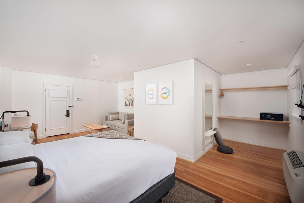 Redmond Hotel In Guest Room