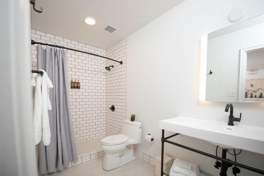 SCP Redmond Hotel Guest Room Bathroom