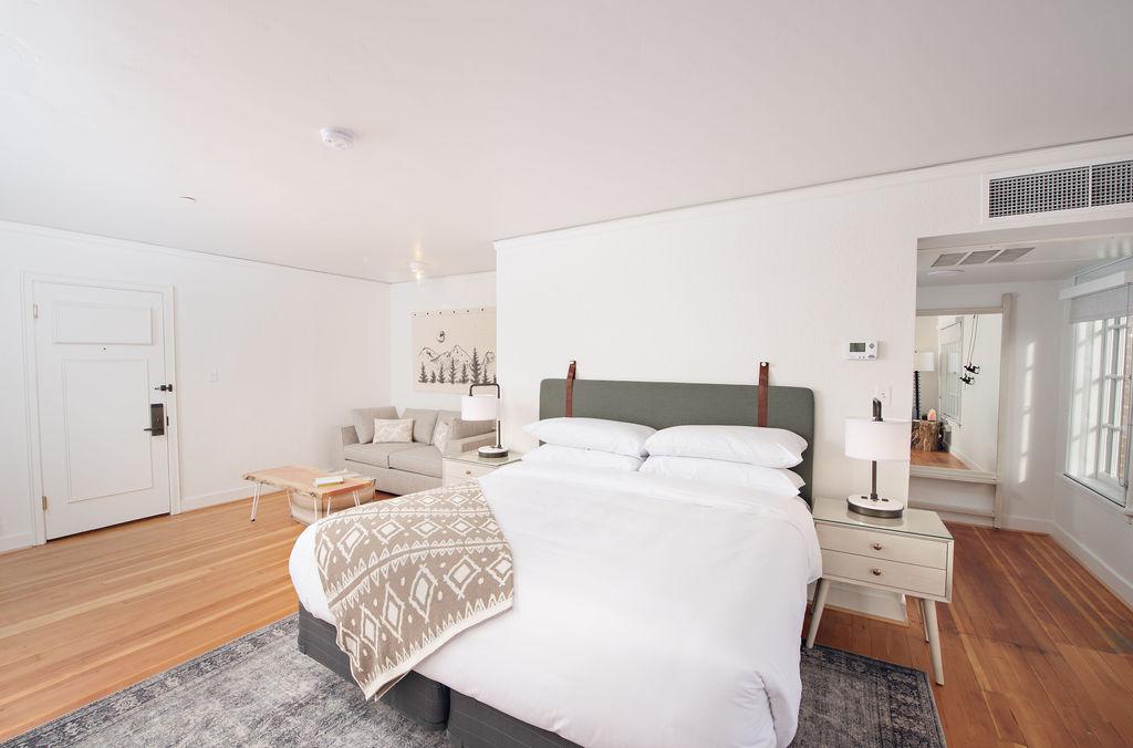 SCP Redmond Hotel Bedroom